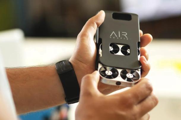 Air Selfie ou un mini drone dans une coque