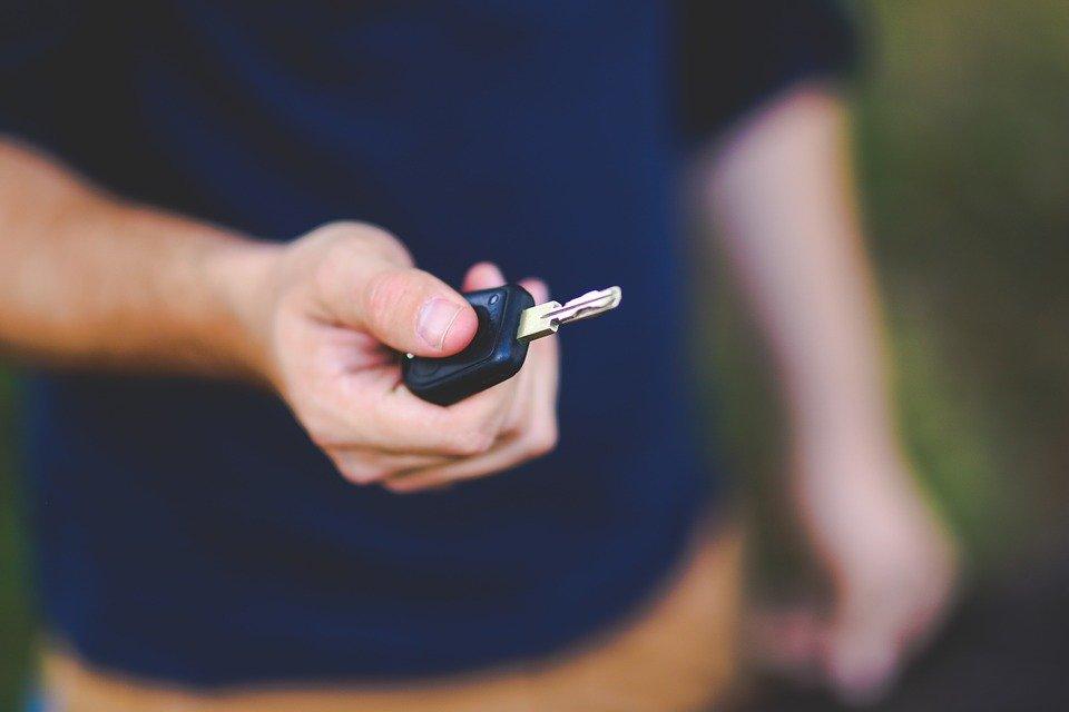Apprendre à conduire sur Internet : les auto-écoles se lancent dans la formation en ligne